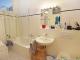 VERMIETET - Großzügig geschnittene 3-Zimmer-Wohnung im denkmalgeschützen Altbau - Badezimmer